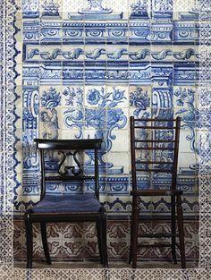 Blue and white Portuguese tiles in Lisbon. photo by Miguel Flores-Vianna for Cabana Tile Art, Mosaic Tiles, Cement Tiles, Wall Tiles, Tile Murals, Mural Art, Cabana Magazine, Portuguese Tiles, Turkish Tiles