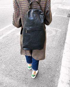 Y con esta mochila tan única de Numero10 despedimos la semana. Nosotros volveremos el martes...disfrutad!!    #brussosa #brussosaselection #leather #bag #spring #bags #handbag #leathergoods #leathercraft #handmadebag #leatherbag #shoplocal #leatherwork #handmade #accessories #backpack #leathergoods  #fashionbag #style  #look #shoulderbag #barcelona #handmadeinitaly #sandro  #adidas #raw #italy  #black #バルセロナ  #レザーバッグ Leather Backpack, Leather Bag, Spring Bags, Handmade Accessories, Handmade Bags, Sandro, Leather Working, Leather Craft, Fashion Bags