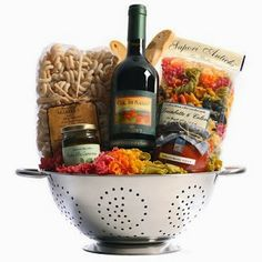 Tuscan Trattoria Italian Wine Gift Basket from Tuscany, Italy - Nestled in a colander are ingredients for savory Italian pasta dinners. Rigantoni pasta, marinara sauce, and prosciutto are paired with Banfi Col di Sasso, a Tu. Themed Gift Baskets, Wine Gift Baskets, Raffle Baskets, Fundraiser Baskets, Wine Gifts, Food Gifts, Craft Gifts, Spa Gifts, Diy Mother's Day Gift Basket