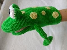 "This is the Pattern to crochet ""Giuseppe"", the frog. Hand puppet amigurumi. #rana #frog #crochet #ganchillo #amigurumi #handpuppet #puppet #titere #marioneta"
