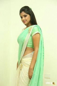 Syamala Tamil Actress, Bollywood Actress, Aunty In Saree, Green Saree, Beautiful Long Hair, India Beauty, Indian Sarees, Sari, Actresses
