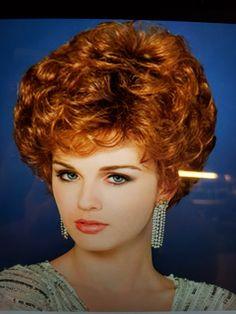 Coiffure courte bouclée classique hair rollers в 2019 г. Curly Pixie Hairstyles, Wedge Hairstyles, Vintage Hairstyles, Curly Hair Styles, Cool Hairstyles, Hairstyle Ideas, Black Hair Curls, Short Permed Hair, 80s Hair
