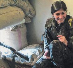 Ululati Solitari: Resistenza, libertà e democrazia dentro Kobane.