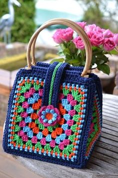 Transcendent Crochet a Solid Granny Square Ideas. Inconceivable Crochet a Solid Granny Square Ideas. Bag Crochet, Crochet Shell Stitch, Crochet Handbags, Crochet Purses, Crochet Gifts, Crochet Stitches, Crochet Patterns, Crochet Mandala Pattern, Crochet Top