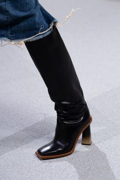 Givenchy Spring 2020 Fashion Show Details. All the fashion runway close-up details, shoes, and handbags from the Givenchy Spring 2020 Fashion Show Details. Creative Shoes, 6 Inch Heels, Coach 1941, White Sneakers, Oxford Shoes, Flat Shoes, Me Too Shoes, Givenchy, Riding Boots