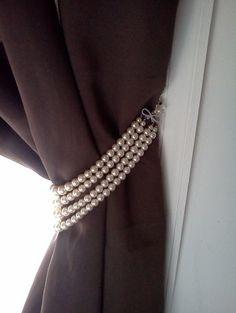 Curtain Tie Backs: vintage jewelry Curtain Holder, Curtain Ties, Curtain Holdbacks Ideas, Curtain Tie Backs Diy, Bedroom Windows, Blinds For Windows, Window Blinds, Curtain Accessories, Home Accessories