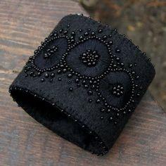 czarne dmuchawce (sprzedawca: agat.handmade), do kupienia w DecoBazaar.com Fiber Art Jewelry, Textile Jewelry, Embroidery Jewelry, Fabric Jewelry, Beaded Embroidery, Embroidery Patterns, Jewellery, Fabric Bracelets, Handmade Bracelets