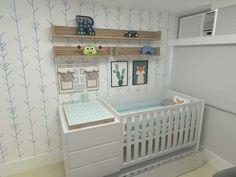 Um quarto de bebê menino com uma paleta de cores moderna. Projeto Erica Saraiva Design de Interiores