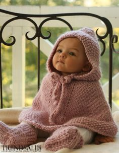 Hooded poncho for the little dwarf. Hooded poncho for the little dwarf. Hooded poncho for the little dwarf. Hooded poncho for the little dwarf. Cute Kids, Cute Babies, Baby Kids, Baby Boy, Baby Crib, Cutest Babies Ever, Child Baby, Little Baby Girl, Baby Newborn