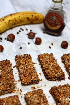 Homemade cereal bars: oats, banana, hazelnuts and chocolate - Amandine Cooking - Homemade cereal bars: oats, banana, hazelnuts and chocolate. For a healthy snack! Healthy Dessert Recipes, Paleo Recipes, Gourmet Recipes, Healthy Snacks, Cookie Recipes, Granola, Muesli, Homemade Cereal, Roasted Strawberries