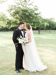 Mr & Mrs Akin | Sara Gabriel Veils | Elisabeth Carol Photography | Moss Floral Design | a&bé bridal shop