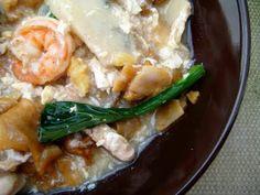 Wat Tan Hor/Kong Foo Chow (Cantonese Fried Flat Noodles in Egg Gravy) (hor fun / kway teow, dark soy sauce, light soy sauce, garlic, pork / chicken, prawn, fishcake, squid, water, oyster sauce, light soy sauce, sugar, white pepper, salt, egg, chye sim / veg)