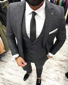 Wedding Suits A perfectly tailored grey suit will have you looking sharp. Our stylists from Giorgenti New York are on top of the best and hottest men's fashion trends. Mens Fashion Suits, Mens Suits, Dapper Suits, Suits Uk, Womens Fashion, Mode Masculine, Grey Suit Men, Grey Suits, Nice Suits