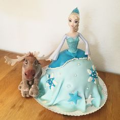 Frozen Birthday Cake, Frozen Cake, Cute Cakes, Yummy Cakes, Barbie Torte, Elsa Cakes, Hipster Drawings, Miniature Dolls, Amazing Cakes