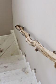 INSPIRATION DAY: Detalles en las escaleras. Reposamanos de madera natural. ©oh so lovely obsessions
