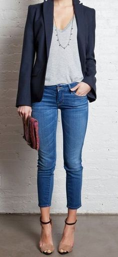 For casual day in the office - adding a blazer takes a skinny jean/tshirt outfit up a notch. Take the blazer off and put on flats to have an after-work casual outfit. Outfit Jeans, Blazer Jeans, Jacket Jeans, Jeans Heels, Navy Jacket, Ankle Jeans, Jeans Outfit For Work, Cropped Jeans Outfit, Tailored Jacket