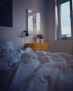 Long Days...wenn die Vorfreude auf das Bett nicht toppbar ist  Happy Evening!  #art #bed #bedroom #bloom #blooms #color #decor #decoration #design #details #flower #flowers #goodnight #Hamburg #hh #home #inspiration #interior #interiordecor #interiordesign #interiores #interiors #interiorstyling #myhome #myview #room #wallart #yellow #zuwenigestunden