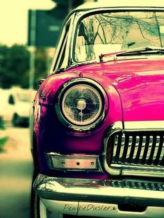 Pink retro car. Soooo cute!