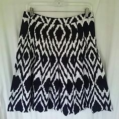 🔥💥 HP SPRING STYLE🔥💥 Beautiful, like new black and white skirt with flirty pleats. Skirts Midi