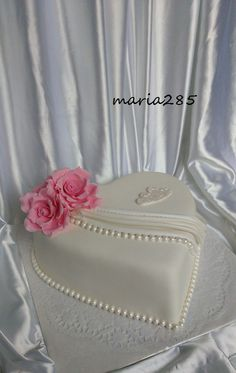 Heart Shaped Cakes, Heart Cakes, Pretty Cakes, Beautiful Cakes, Wedding Cake Designs, Wedding Cakes, Fondant Cakes, Cupcake Cakes, Heart Cake Design
