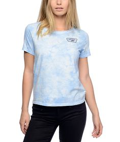 Add some classic Vans Off The Wall style to your wardrobe with the Skimmer light blue cloudwash t-shirt. This light blue cloud colorway features a navy colored screen printed graphic on the left chest and is accented by the slight scoop neck construction.