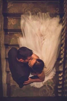 Wedding Kiss Photo Ideas wedding photos 20 Romantic Wedding Kiss Photos of All Time Wedding Picture Poses, Wedding Photography Poses, Wedding Pictures, Photography Ideas, Photography Lighting, Marriage Pictures, Romantic Photography, Levitation Photography, Photography Books