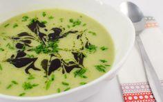 Cremige Broccoli-Kartoffel-Suppe. Schnell, einfach und dabei so überaus schmackhaft! Broccoli und Kartoffeln geben ein tolles Team ab in dieser Cremesuppe.