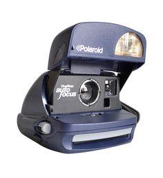 Polaroid Auto focus    Viene con un asa.    • Usa película PX 680 – PX 600  • Flash automático integrado  • Enfoque a partir de 60cm  • Control de exposición con selector más claro, más oscuro  http://ilovepolaroid.es/?p=17