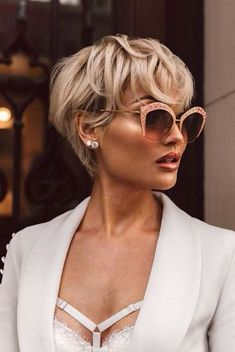 29 MustTry Short Hairstyles For Women To Make Some Head Turn Around - Long pixie hairstyles, Short hair cuts for women,. Long Pixie Hairstyles, Trending Hairstyles, Short Hairstyles For Women, Pixie Haircut, Blonde Hairstyles, Hairstyles 2018, Stylish Hairstyles, Haircut For Older Women, Short Hair Cuts For Women