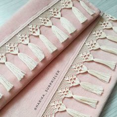 Filet Crochet, Crochet Lace, Bobbin Lace, Cross Stitch Flowers, Diy Furniture, Diy And Crafts, Crochet Patterns, Weaving, Embroidery