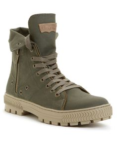 Levi's Canvas Sahara Hi-Top Boots pinned onto fashion for him Board in Mens Fashion Category Estilo Fashion, Fashion Moda, Look Fashion, Fashion Shoes, Mens Fashion, Fashion News, Mens Shoes Boots, Men's Shoes, Shoe Boots
