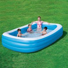 Ampia piscina rettangolare e con bordi extralarge realizzata in vinile resistente agli urti e dotata di tre tappi di gonfiaggio.