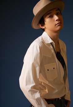 [365ANNIVERSARY] 365 ANNIVERSARY CALENDAR 今日は何の日? 〜6/9〜 - NYLON JAPAN Ryo Yoshizawa, Art Reference Poses, Light And Shadow, Asian Beauty, Actors & Actresses, Japanese, Kawaii, Celebrities, Boys