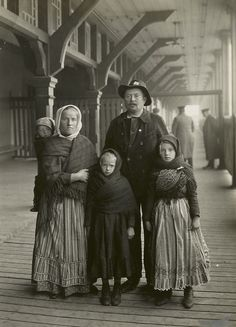 Immigration: Germans arriving at Ellis Island. #EllisIsland #history