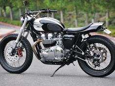 Custom : Amazing Triumph Bonneville Motorcycle Custom And Modification - Elegant Silver and Black Color Theme Triumph Bonneville Cafe Racer Motorcycle Custom Triumph Bonneville Custom Paint, Crd Triumph, Triumph Bonneville Custom Wheels, triumph bonneville t100, Triumph Bonneville Custom Cafe Race