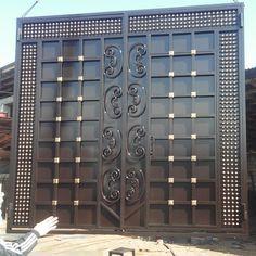 Главная страниgate ца друга Iron Main Gate Design, Grill Gate Design, House Main Gates Design, Steel Gate Design, Front Gate Design, Door Gate Design, House Front Design, Modern Entrance Door, Entrance Doors
