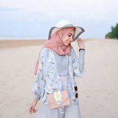 34 Ideas for travel ideas bucket lists adventure – travel outfit plane Hijab Fashion Summer, Modern Hijab Fashion, Street Hijab Fashion, Muslim Fashion, Modest Fashion, Fashion Outfits, Modest Dresses, Modest Outfits, Casual Outfits