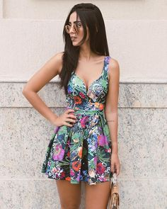 From social gathering long dresses to effectively ball gowns, we've got the looks according to your needs. Sexy Dresses, Cute Dresses, Short Dresses, Fashion Dresses, Summer Dresses, Young Fashion, Look Fashion, Timeless Fashion, Womens Fashion