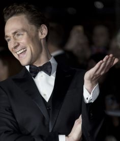 I'm Tom Hiddleston and these are my fangirls!