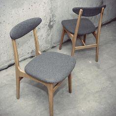 Krzesła z roku 1963. Model 200-190. Projektant Profesor Rajmund Teofil Hałas. U nas po kompleksowej renowacji Zapraszamy do sklepu! #krzesła #krzesło #vintage #lata60 #200-190 #design #modern #szary #wełna #asp