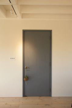 室内ドア事例集(こちらをクリック後に一覧が表示されます)|写真集|自然素材の注文住宅なら茨城県全域対応の工務店|エフリッジホーム Tall Cabinet Storage, Locker Storage, Door Design, House Design, House Rooms, Windows And Doors, Bathroom Medicine Cabinet, Interior Inspiration, Living Room