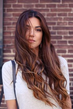 What do you think about looking like a mermaid with long, wavy hair this summer? As you know, differently styled wavy hair styles have become popular in recent years. Whether you have wavy hair. Cabelo Tiger Eye, Tiger Eye Hair Color, Hair Colour, Coiffure Hair, New Hair Trends, Long Wavy Hair, Long Curls, Curly Hair, Brunette Hair