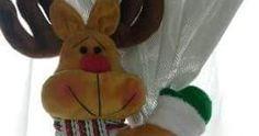 MODA E MOLDES - FELTROMARA: RENA CRÉDITOS NAS FOTOS Grande, Halloween, Reindeer, Christmas Ornaments, Diy And Crafts, Home, December, Christmas Crafts, Blinds