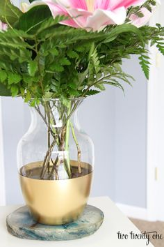 10 minute DIY project!  DIY Gold Dipped Vase