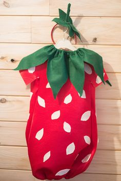 Diy,disfraz de fresa. strawberry costume Food Costumes, Halloween Costumes, Strawberry Costume, Autumn Crafts, Couture, Sewing For Kids, School Projects, Fancy Dress, Diy Crafts
