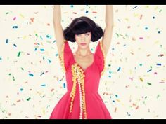 Kimbra - Cameo Lover [Official Music Video] {this is my newest happy song *shimmy shimmy*}