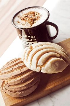 Coffee with delicious and freshly baked conchitas.