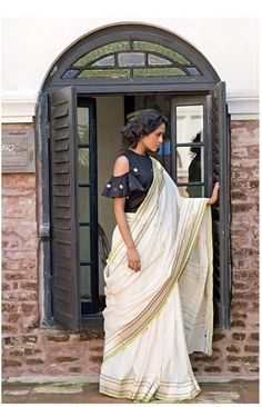 Looking for designer blouse images? Hear are latest trendy blouse models that you can wear with any saree of your choice. Saris, Pattu Saree Blouse Designs, Saree Blouse Patterns, Saree Jackets, Stylish Blouse Design, Fancy Blouse Designs, Trendy Sarees, Indian Designer Wear, Anarkali