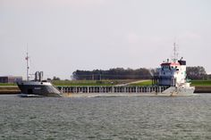 http://koopvaardij.blogspot.nl/2017/04/schouwenbank-bouwjaar-1998-imonummer.html    Onder andere vlag gebracht  SCHOUWENBANK  Bouwjaar 1998, imonummer 9163647, grt 2774