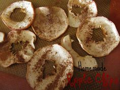 apple chips dried in the oven Dried Apple Chips, Dried Apples, Dried Fruit, Good Food, Yummy Food, Healthy Food, Fruit Snacks, Yummy Appetizers, Recipe Of The Day